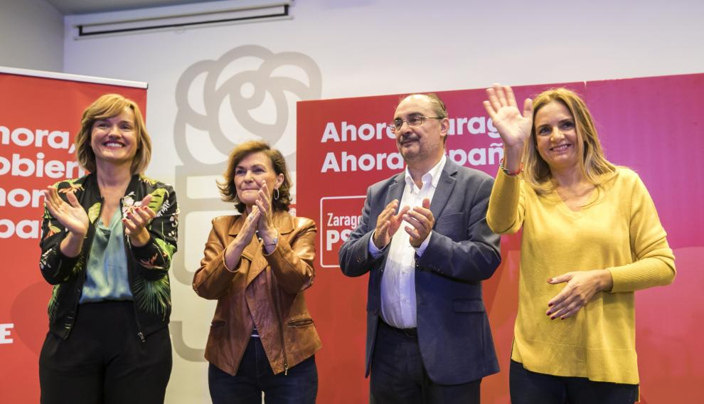 Carmen Calvo (2i), junto a Javier Lambán (2d), Susana Sumelzo (d) y Pilar Alegría (i)