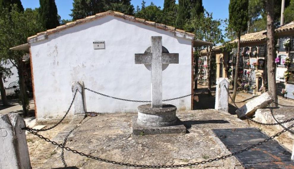 Panteón de la familia Marín en el cementerio de Juslibol (1914).