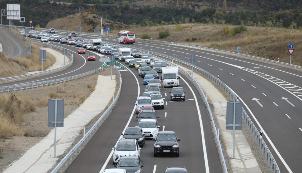 El accidente ha originado una retención de dos kilómetros.