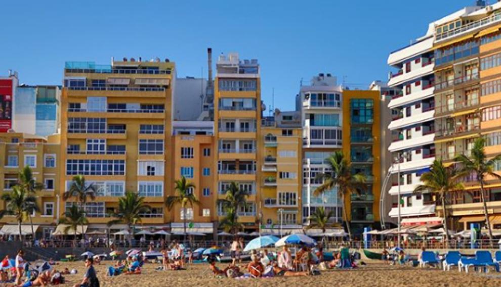 La playa urbana de Las Canteras.