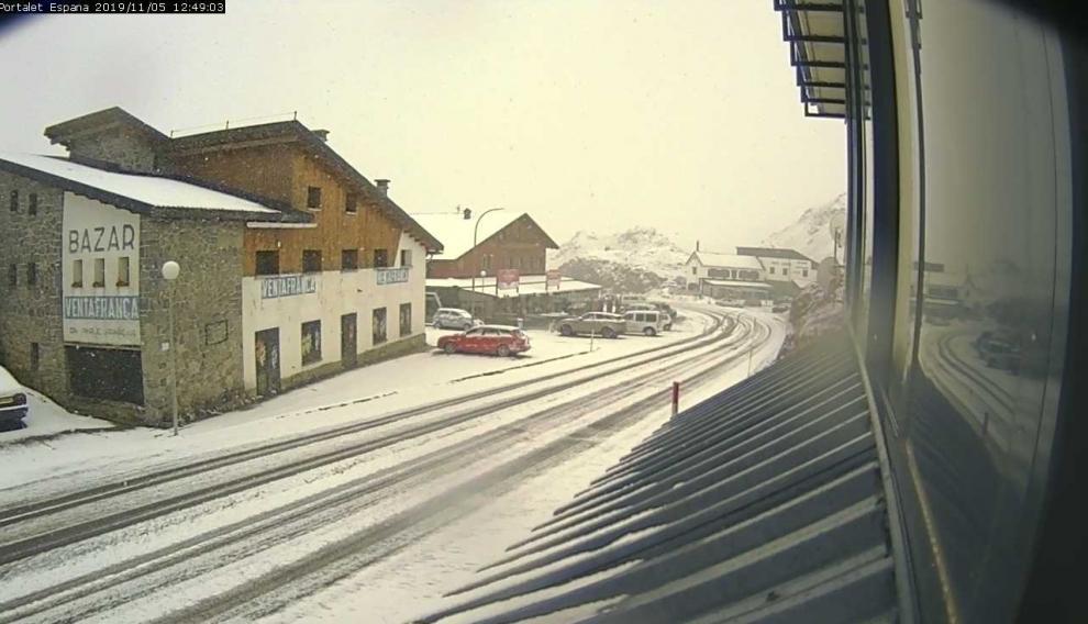Nieve entre Formigal y la frontera del Portalet (A-126).