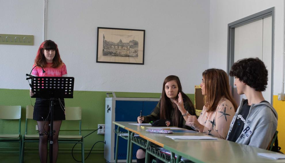 Alumnos de bachillerato del IES Pablo Gargallo de Zaragoza, en plena clase de Oratoria.