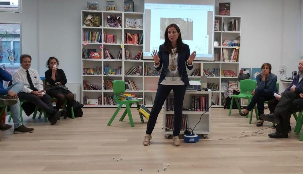 Alejandra Cortes, vicedecana de Innovación, Investigación y Comunicación de la Universidad de Zaragoza, en la inauguración de la biblioteca