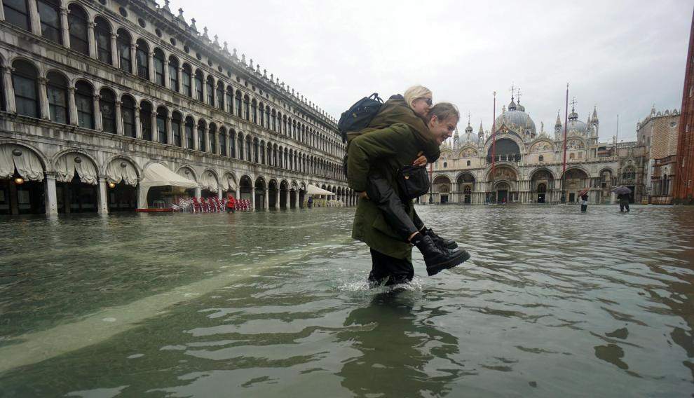 Venice (Italy), 12/11/2019.- A man with his cart wades through floodwaters at Piazza San Marco (St Mark's Square) in Venice, Italy, 12 November 2019. The high tide has already reached the level of 1 meter above sea level in Venice at 8 am. (Italia, Niza, Venecia) EFE/EPA/ANDREA MEROLA Flooding in Venice