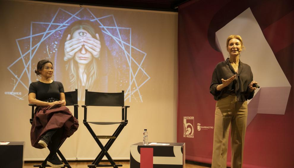 La escritora Teresa Viejo durante su intervención.