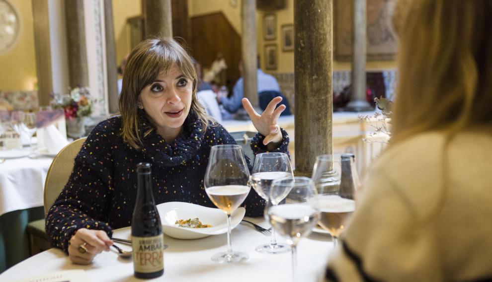 Marisol Aznar degustando el menú propuesto por Montal para el certamen Tenedores Cerveceros.