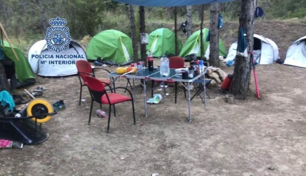Tenían un campamento para la vigilancia constante de la plantación