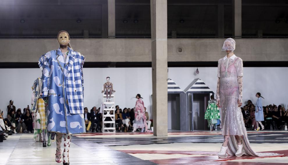 Un momento de un desfile de Thom Browne en la Semana de la Moda de París de 2018.
