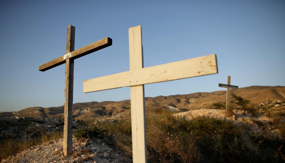 Crosses are seen on the top of a hill near the memorial for the 2010 earthquake in Titanyen, on the outskirts of Port-au-Prince, Haiti January 11, 2020. REUTERS/Andres Martinez Casares [[[REUTERS VOCENTO]]] HAITI-QUAKE/ANNIVERSARY