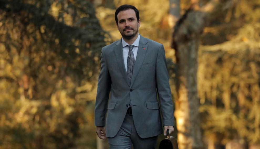 Alberto Garzón, ya como ministro de Consumo en los jardines de la Moncloa.