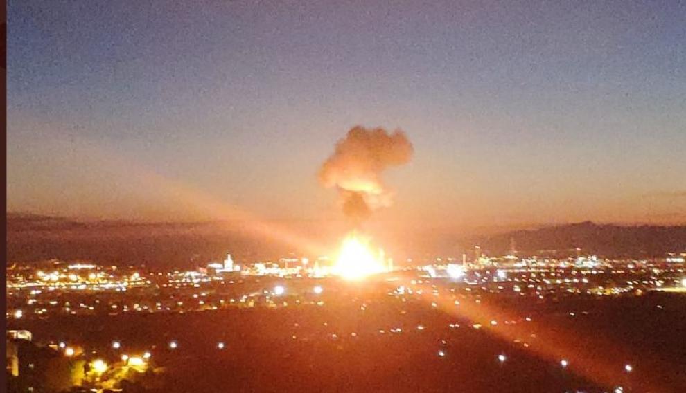 Momento de la explosión en la petroquímica de Tarragona.