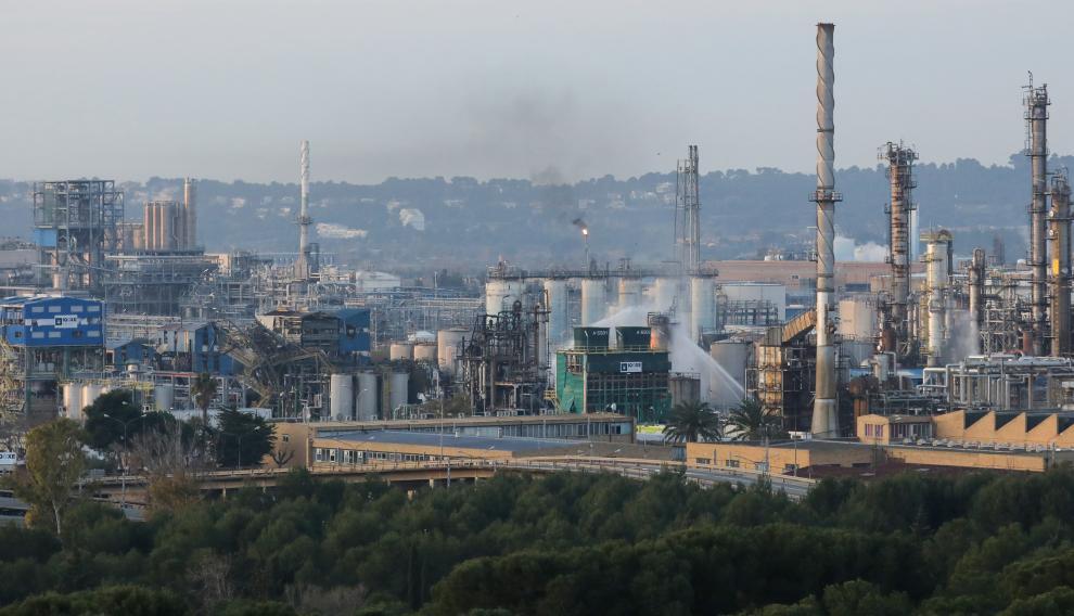 Labores de refresco en la fábrica siniestrada en Tarragona