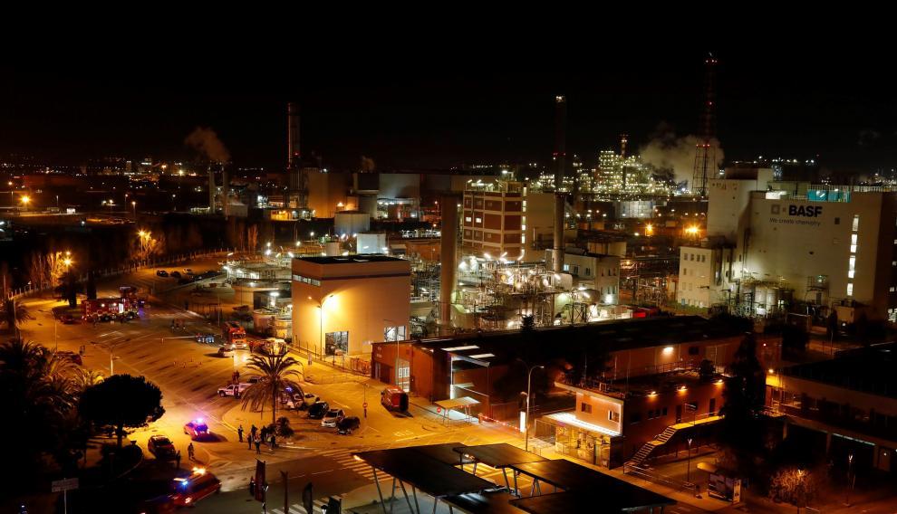 Una fuerte explosión originó este martes por la tarde un incendio en una planta petroquímica de Tarragona.
