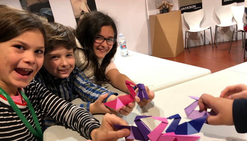 En la Escuela Museo de Origami (Emoz)