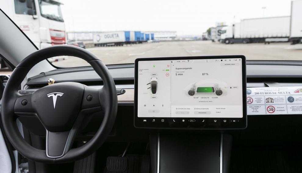 Pantalla táctil central de 15 pulgadas del Tesla Model 3 de Juan Carlos.