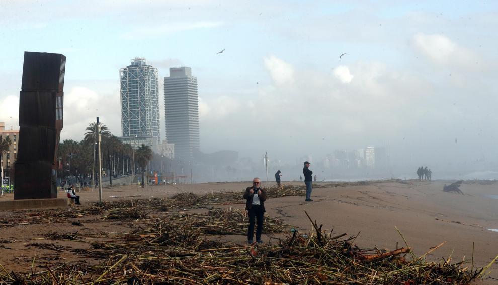 La playa de Barceloneta tras el paso del temporal Gloria.