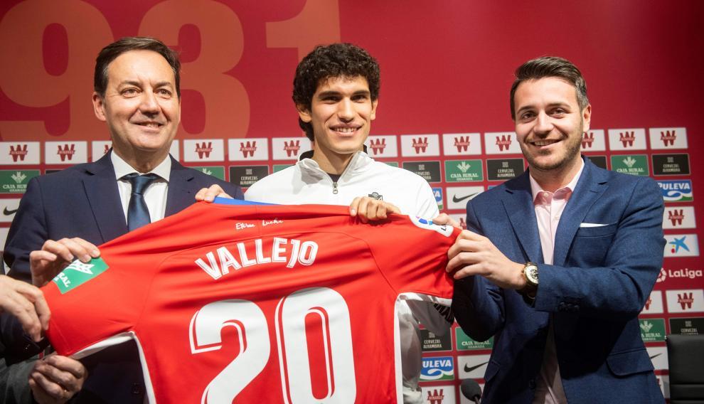 Presentación del aragonés Jesús Vallejo como nuevo jugador del Granada