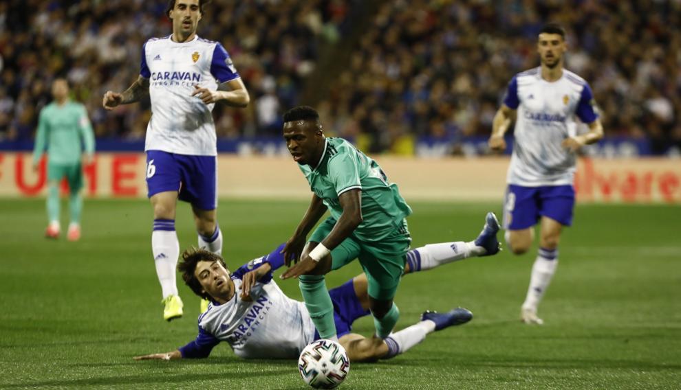 Varane adelanta al Real Madrid a los 6 minutos de partido en La Romareda.
