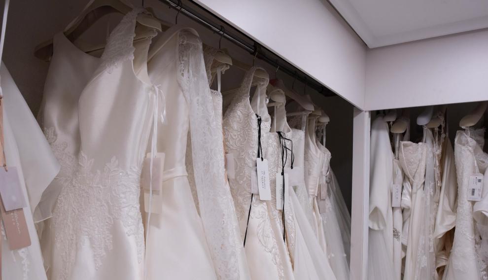 Vestidos de novia de una tienda zaragozana.