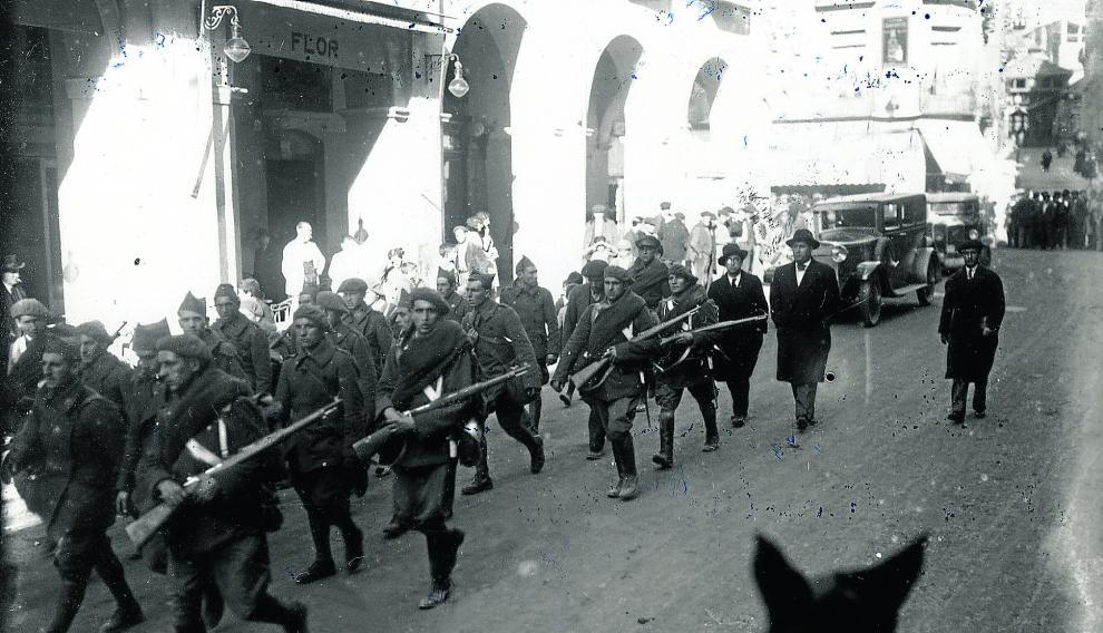 [Militares que participaron en la sublevación de Jaca en 1930 custodiados en el Coso de HuescaFrancisco Martínez Gascón