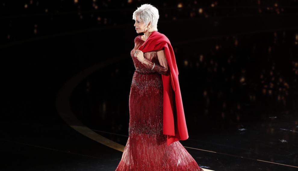 Jane Fonda y su abrigo de protestar.