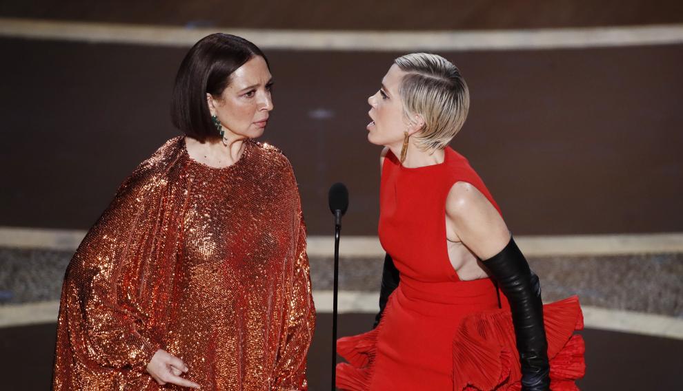 Maya Rudolph (izquierda) y Kristen Wiig (ambas de Valentino).