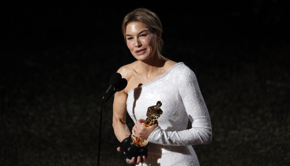Renée Zelweger recoge el Óscar que confirma su regreso por todo lo alto