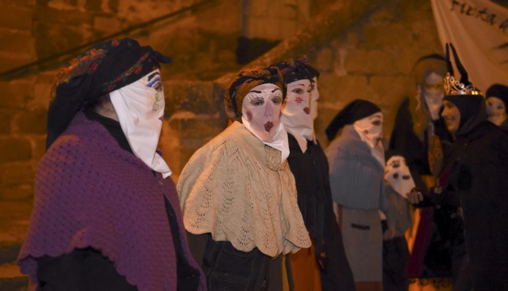 Disfraces y máscaras en la fiesta de Agüero.