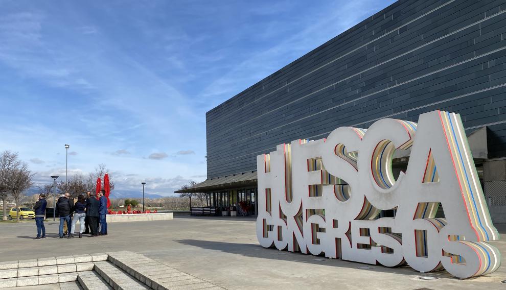 El equipo de la Vuelta, en el Palacio de Congresos de Huesca