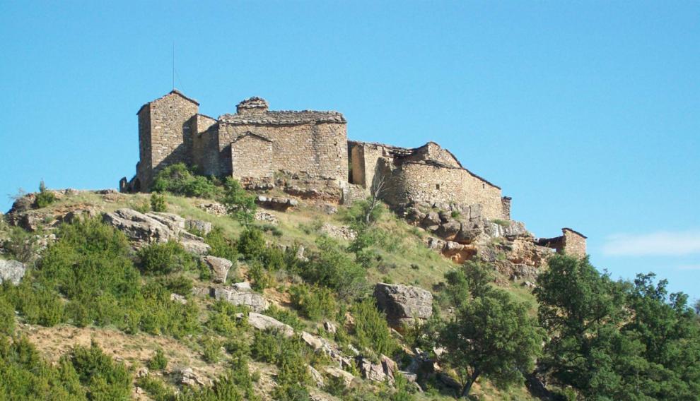 Conjunto de torreón defensivo e iglesia de Claravalls (Arén).