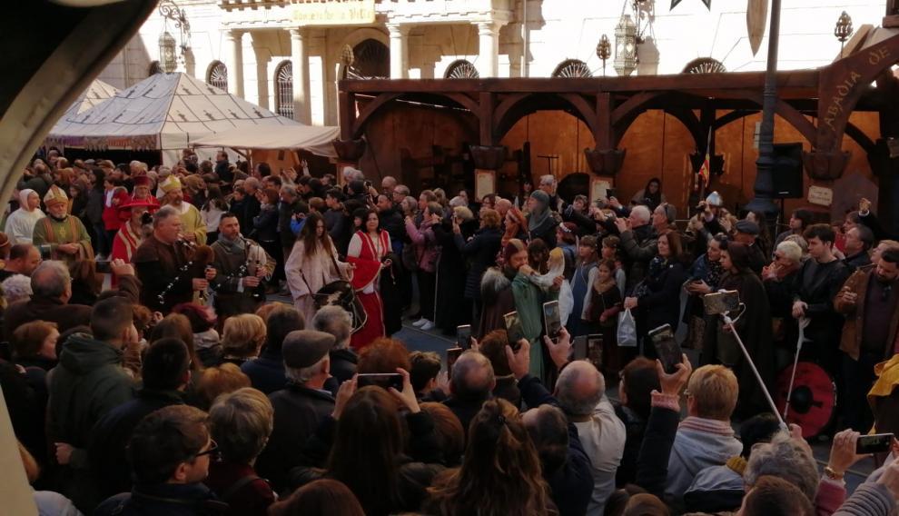 La comitiva nupcial ya llega a la plaza de la catedral.