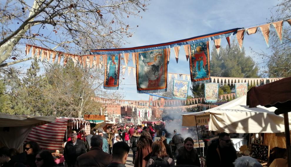 A las 10.00 han levantado las lonas en los mercados y campamentos medievales