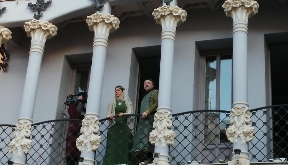 Isabel de Segura y Pedro de Azagra han salido al balcón tras la celebración del toro nupcial