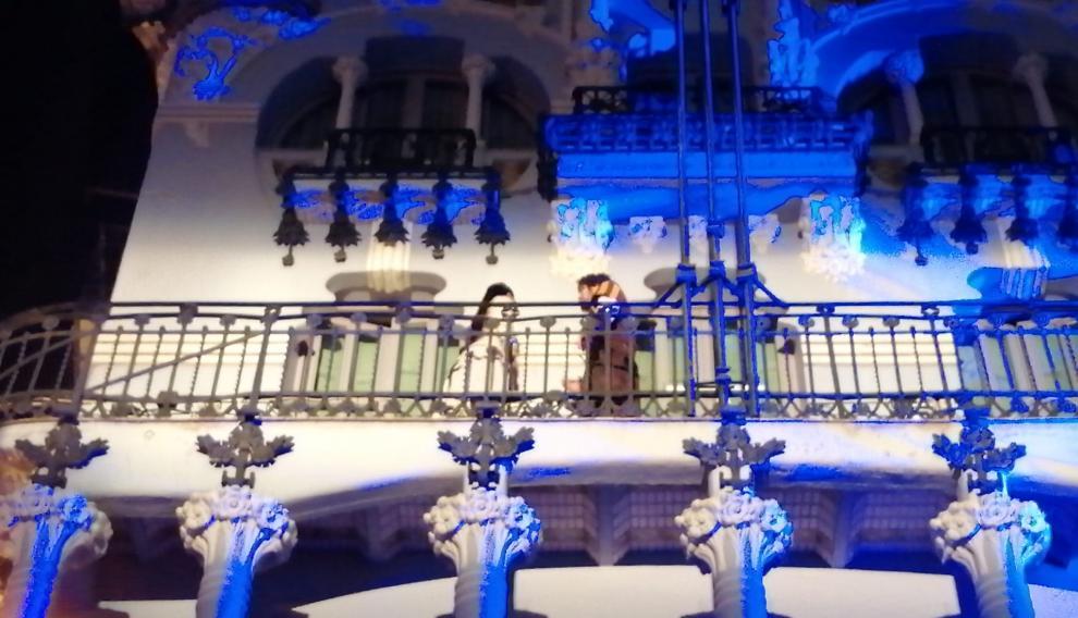 Encuentro de Diego e Isabel en el balcón