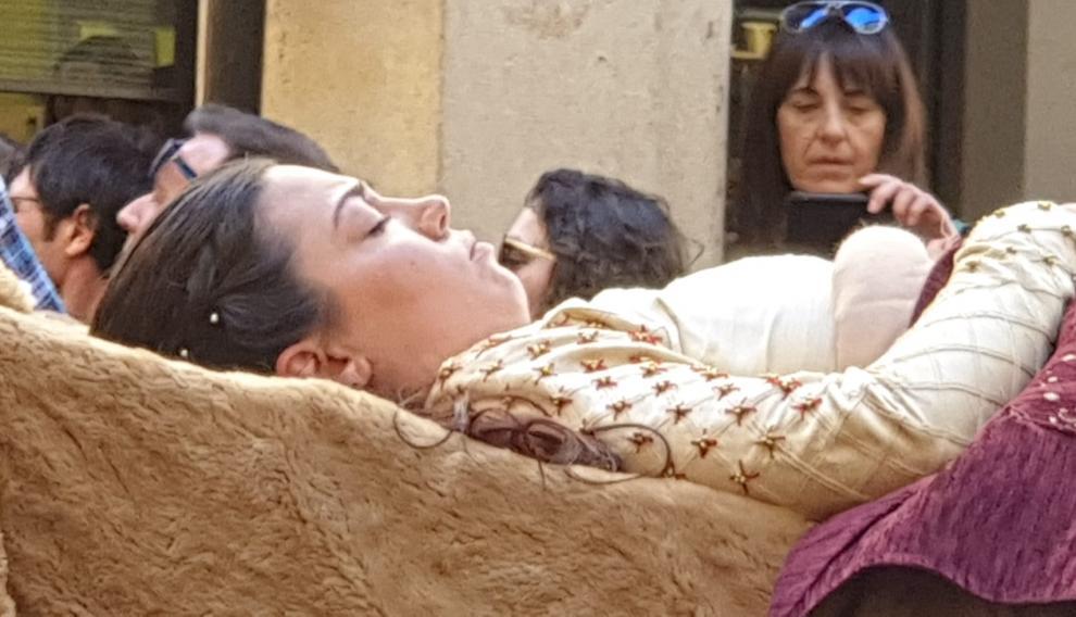 El cuerpo sin vida de Isabel a su paso por las calles