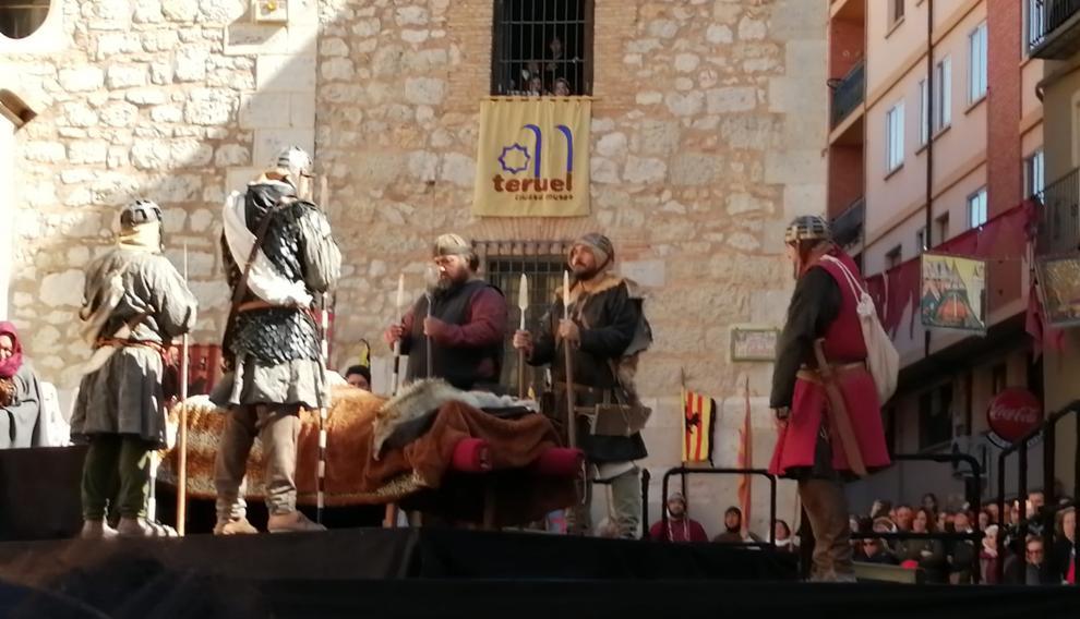 Honras de sus compañeros de batalla a Diego de Marcilla