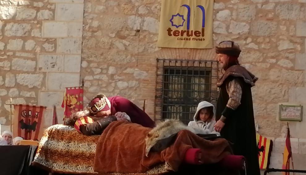 La familia de Diego de Marcilla llora junto a su cadáver