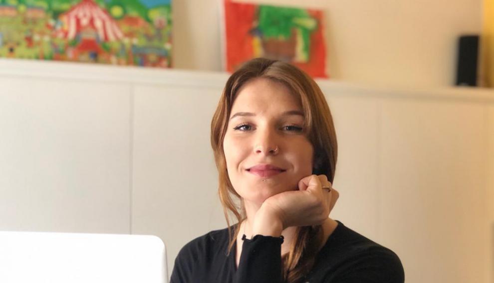 La joven polaca Kornelia Zoń en casa de los padres de un amigo en Sabiñánigo.