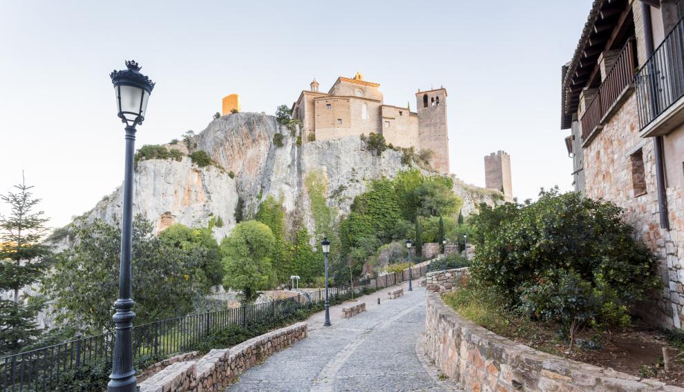 Albarracín (Teruel), Anento (Zaragoza) y Alquézar (Huesca) son 3 de los 13 pueblos de Aragón que entran dentro de los más bonitos de España.