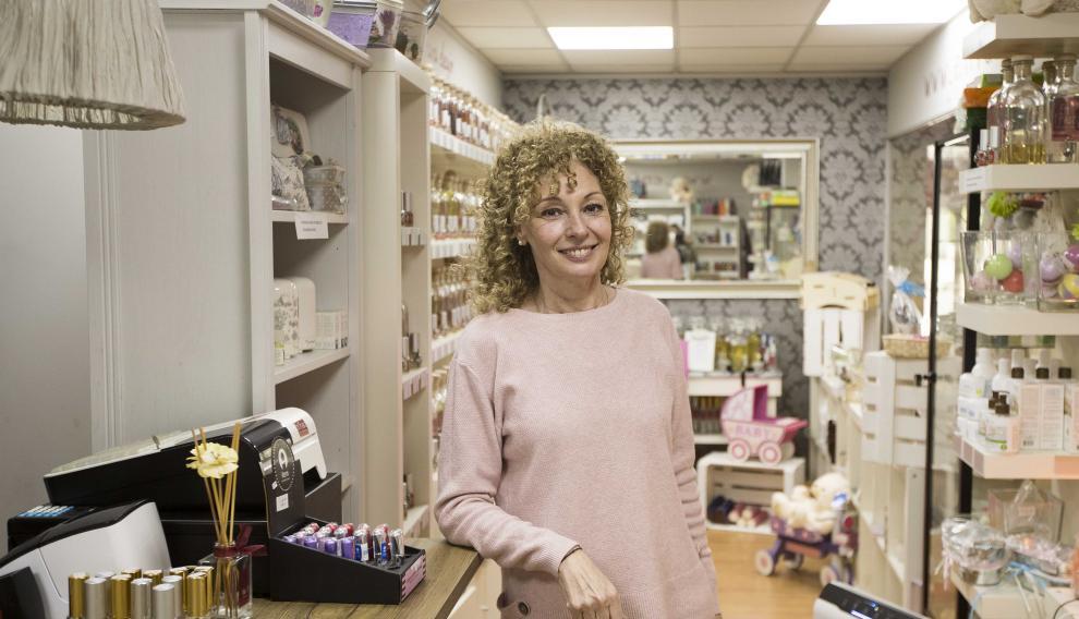 Eugenia Castillo, en su tienda.