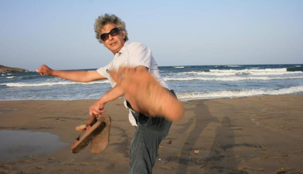 Carlos Castán, en la playa.
