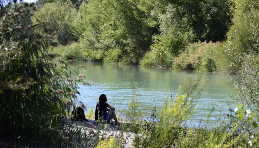 Elisa a orillas del río.
