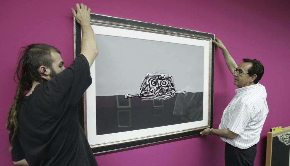 Ricardo García Prats, en 2008, montando el Centro Cultural 'El Matadero' una muestra de Saura.