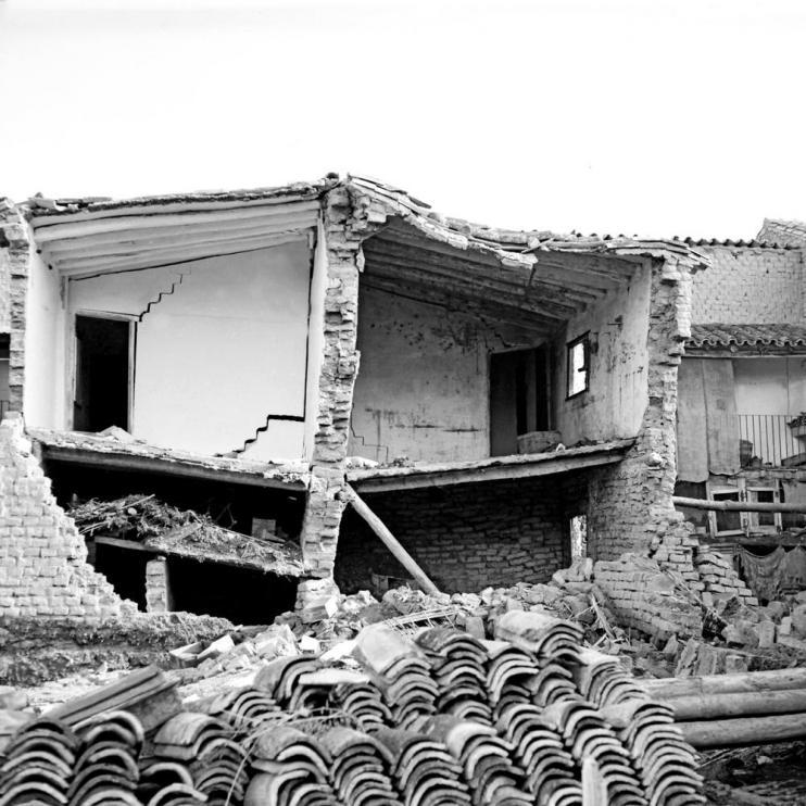 Una de las casas en ruinas de Pradilla tras la riada de 1961.