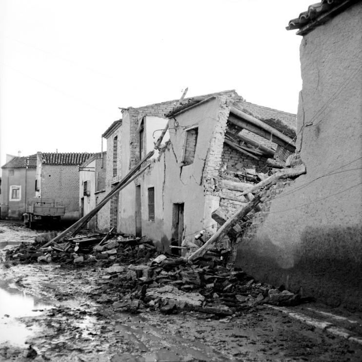 El agua causó graves incidencias en varios edificios de Pradilla.