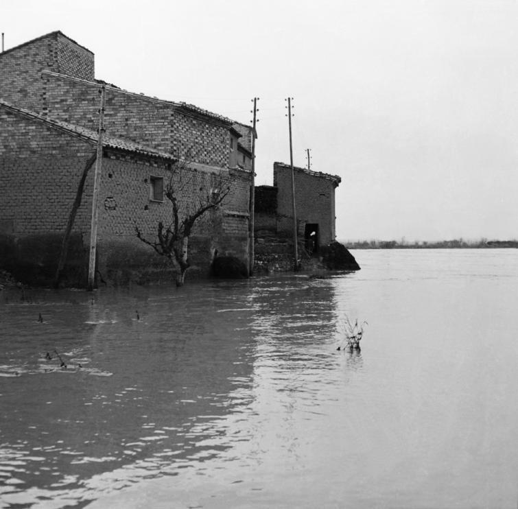 El río Ebro causó desperfectos en decenas de casas del pueblo de Pradilla.