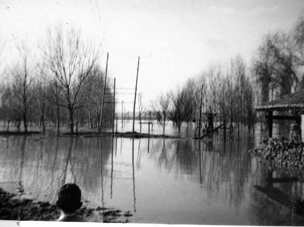 Entorno de Pina de Ebro inundado por el río en 1961.
