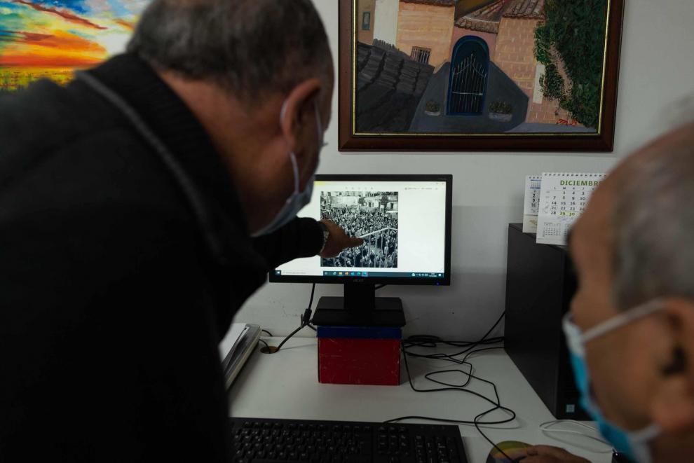 Luis Carcas y Luis Eduardo Moncín, vecinos de Pradila, recuerdan la riada de 1961.