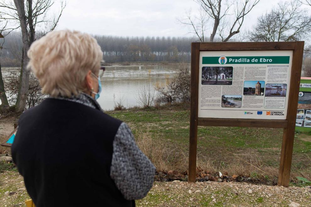 Teresa Barón, vecina de Pradilla de Ebro, en las inmediaciones del río.