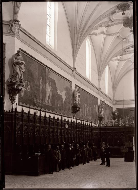 """Vista de la cartuja de Aula Dei, durante la visita de unos artistas de """"fama""""."""